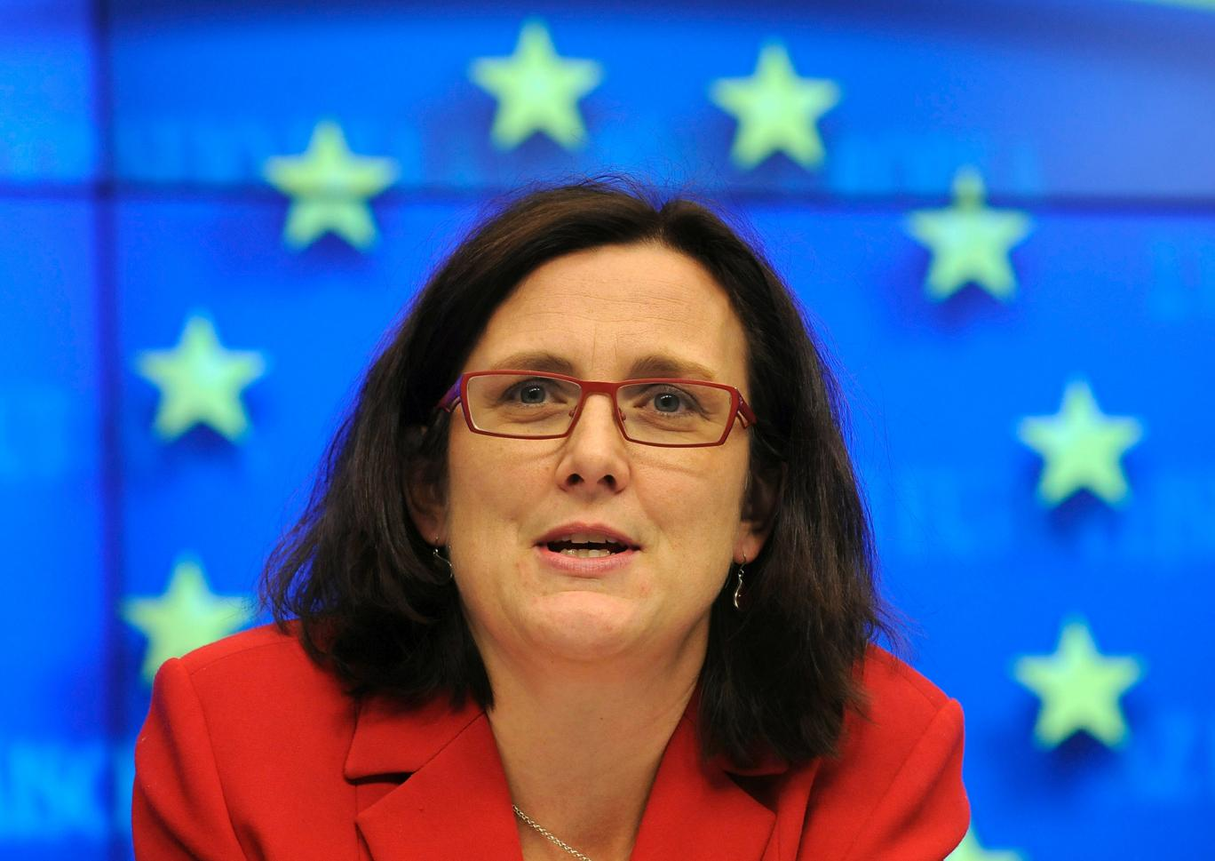 """Arrogansen overfor folket er grenseløs. """"I do not take my mandate from the European people"""" svarer Cecilia Malmström som er lederen for handelsdirektoratet i Europakommisjonen, og som er øverste sjef for EU's TTIP forhandlinger."""