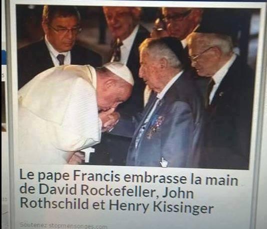 Makteliten....hvem er det? Hierarkiet er som følger: Konger, dronninger og statsledere kysser Paven på hånden. Sjeldne bilder som dette indikerer strukturen videre OPPOVER i hierarkiet...